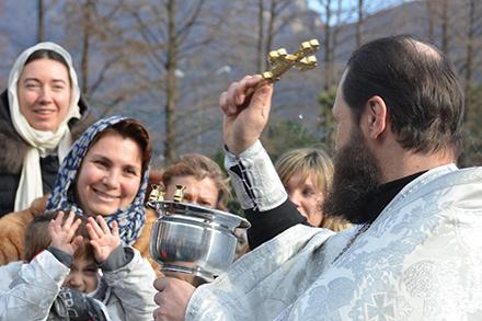 Торжественное Водоосвящение наберегу Луганского озера. Фото: Юлия Ильина