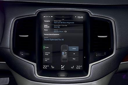 Водитель управляет всеми важными функциями через сенсорный экран нацентральной консоли. Фото: Volvo Car Group