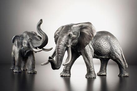 Примечательна коллекция серебряных мини-скульптур Wild Life Series. Африканский слон из2,5кг серебра впечатляет ипритягивает взгляд, стоя наполке вофисе или гостиной.