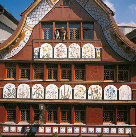 Фасад аптеки Löwen Apotheke. Фото: Swiss-Inage