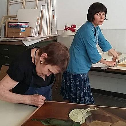 Навыставке будут представлены работы двух талантливых художниц— Марфы Индукаевой иеематери Александры Фоминой.
