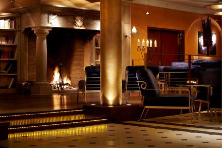 Излюбленное место встреч иобщения— Bar &Lobby, где можно побаловать себя чашкой хорошего кофе или принять участие вдегустации вин.