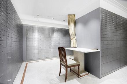Офисы вЦюрихе иЖеневе имеют ультрасовременные сейфы семи различных модификаций, взависимости отобъема хранимых ценностей.