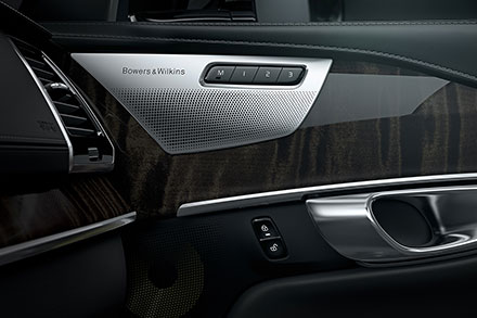 Врамках концепции «роскошь+хайтек» лежит истоль немаловажный элемент, как аудиосистема. XC90 будет предлагаться покупателям саудиосистемой Hi-Fi Bowers &Wilkins. Фото: Volvo Car Group