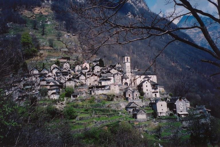 Деревня Кориппо в Швейцарии