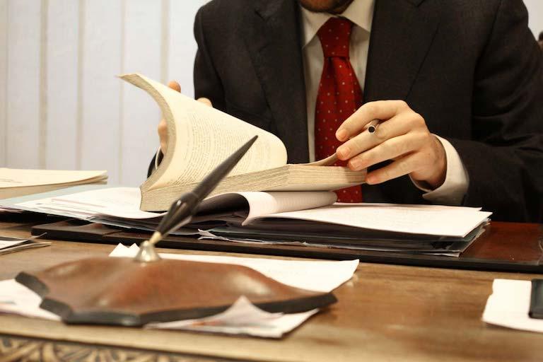 каким образом оплачиваются услуги адвоката призывы Центральному