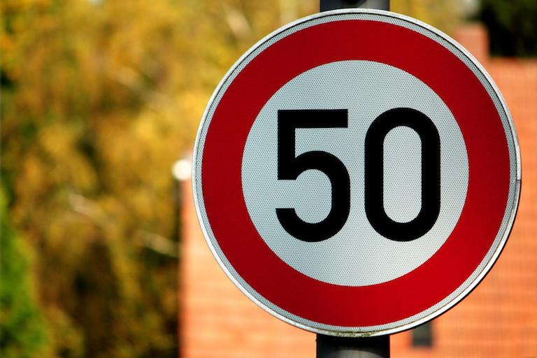 50-Schild